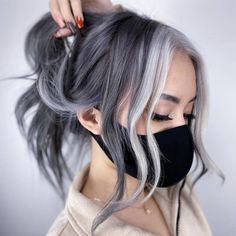 Silver Hair Highlights, Hair Color Streaks, Ash Blonde Highlights On Dark Hair, White Highlights, Hair Dye Colors, Silver Grey Hair, Dyed Gray Hair, Silver Ombre Short Hair, Silver Hair Styles