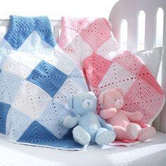 Детский плед крючком связан из мотивов и трех цветов пряжи. Подробное описание вязания детского пледа крючком.