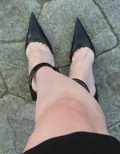 Beautiful High Heels, Big And Beautiful, Sexy Heels, Black Heels, Pictures Of High Heels, Shoe Selfie, Women's Feet, Arch, Toe