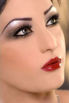 Here are 25 eye makeup tips and tricks that you should know and always.........