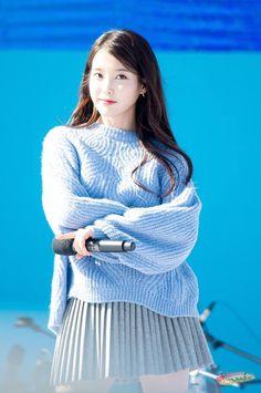 K-Pop Babe Pics – Photos of every single female singer in Korean Pop Music (K-Pop) Korean Actresses, Korean Celebrities, Female Singers, Beautiful Asian Girls, Girl Crushes, Asian Woman, Kpop Girls, Korean Fashion, Sexy