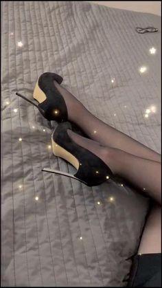Pantyhose Heels, Stockings Heels, Nylon Stockings, Black Stiletto Heels, Black Stilettos, Sexy Legs And Heels, Hot Heels, Women With Beautiful Legs, Ropa Interior Babydoll