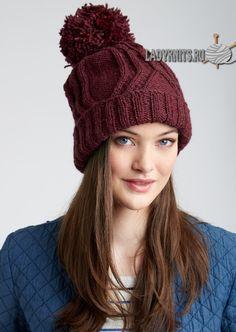 Вязаная спицами стильная женская шапка «Путешествующие косы»