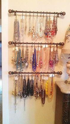 Definitely going to do this in my future house! Jewelry Wall, Jewelry Organizer Wall, Jewellery Storage, Jewelry Organization, Jewelry Cabinet, Bedroom Organization, Painted Pegboard, Pegboard Display, Diy Notebook