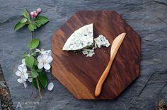 35,00 $ Ensemble planche à fromage en noyer noir et couteau en cerisier. Black walnut cheese board and cherry knife.