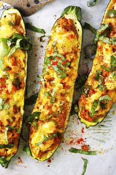 Cheddar and Sausage Stuffed Zucchini Boats [21 Day Fix friendly] - These delicious stuffed zucchini pack SO much flavor. They are sure to become a family favorite! Gluten free - http://TheGarlicDiaries.com