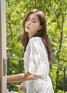 Beautiful Girl Image, Beautiful Asian Girls, Korean Long Hair, Skater Girl Style, Korean Girl Photo, Pretty Korean Girls, Ulzzang Korean Girl, Woman Illustration, Long Wavy Hair