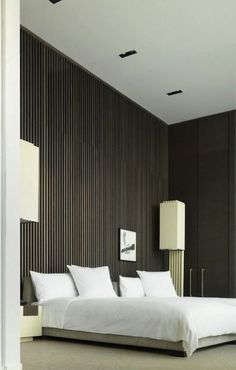 Looking for some fresh bedroom wood paneling design ideas? We've selected top 20 master room wooden panels from top interior designers to get you inspired FREE! Master Bedroom Design, Modern Bedroom, Bedroom Furniture, Bedroom Decor, Bedroom Ideas, Bedroom Setup, Hotel Restaurant, Hotel Interiors, Suites