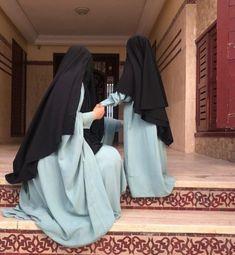 Niqab Fashion, Modest Fashion Hijab, Muslim Fashion, Cute Muslim Couples, Muslim Girls, Muslim Women, Islamic Girl Pic, Mother Daughter Art, Muslim Couple Photography