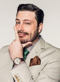 Capa da edição de novembro da 'GQ Brasil', ele fala sobre a vida antes da fama e a crítica política