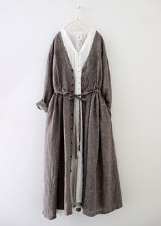 Vlas blomme flower motif robe linen dress (b) Casual Hijab Outfit, Casual Dresses, Casual Outfits, Cute Outfits, Modest Fashion, Girl Fashion, Fashion Dresses, Street Hijab Fashion, Vintage Style Dresses