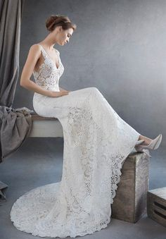 These Lazaro wedding dresses are exactly what comes to mind when we think of exquisite bridal couture! The dramatic silhouettes and fierce designs have us wanting more from this unique designer. These Lazaro wedding dresses give off the most luxury looks for everyone to adore. Look through this romantic inspiration of unique wedding gowns to fall […]