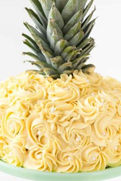 Cake Decorating 113153009373997916 - Pineapple Cake – this is the EASY way to make a pineapple cake for a pineapple party! Simply frost a cake with yellow rosette swirls and you have a pineapple cake EASILY! Source by rhondapickard Creative Cake Decorating, Cake Decorating Tutorials, Creative Cakes, Decorating Ideas, Decorating Cakes, 2 Layer Cakes, Birthday Cakes For Teens, Pinapple Birthday Cake, Hawaii Birthday Cake