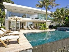 Spectacular Beach House by Ron Sang in New Zealand Takapuna House Front View, Photo  Spectacular Beach House by Ron Sang in New Zealand Takapuna House Front View Close up View.