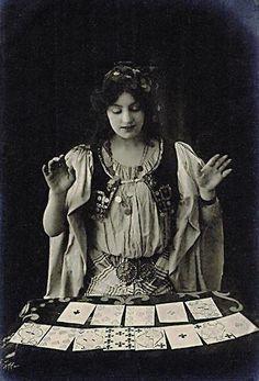 Gypsy Fortune Teller with Tarot Cards - Circus Vintage Photographs, Vintage Images, Vintage Pictures, Des Femmes D Gitanes, Cirque Vintage, Gypsy Fortune Teller, Gypsy Women, Gypsy Girls, Photo Vintage