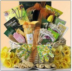 What a great basket for gardeners!!!  #DIY and give a gift your gardening friends will love.