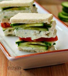 Σάντουιτς με ντομάτα, αγγούρι και τυρί κρέμα ότι πρέπει για ένα υγιεινό πρωινό στο σπίτι ή στο γραφείο. Τι θα χρειαστείς 1 αγγούρι κομμένο σε φέτες Ντομάτα κομμένη σε φέτες 1 πακέτο τυρί κρέμα Ματσάκι φρέσκο άνηθο ½ μικρό κρεμμύδι ψιλοκομμένο 1 κουταλάκι ζάχαρη ½ αλάτι Πιπέρι Λευκό ψωμί τοστ χωρίς κόρα. Πως θα το [...]