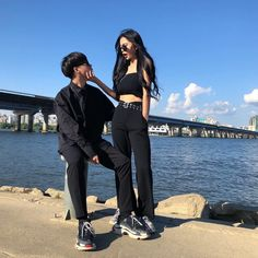 Couple Pose Hijab dating a hijabi Matching Couple Outfits, Matching Couples, Korean Couple, Korean Girl, Cute Couples Goals, Couple Goals, Cute Couple Pictures, Couple Photos, Couple Ulzzang