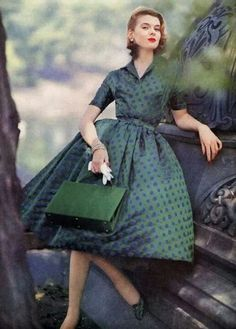 my vintage vogue Vintage Fashion 1950s, Fifties Fashion, Vintage Couture, Moda Vintage, Vintage Mode, Vintage Style, Vintage Green, Retro Style, Vintage Glamour