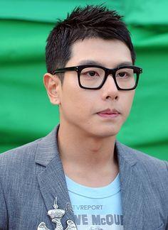 ❤  park-hyo-shin I Fall In Love, Falling In Love, Shin, Man Hair, Korean Singer, The Voice, Hairstyles, Kpop, Park