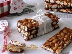 Per il periodo natalizio il Croccante alle mandorle è il dolce goloso e tanto apprezzato da grandi e piccini. Facile da preparare e con semplici ingredienti