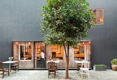 Un'immagine del ristorante The Commune Social all'interno del Design Republic Commune, inaugurato a Shanghai nel 2012