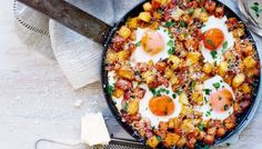 spicy spaghetti squash egg skillet for breakfast. This easy filling breakfast skillet recipe is paleo, gluten free, and dairy free. Perfect for chilly winter mornings and meal prep! Best paleo and breakfast recipes for the family! Egg Recipes, Brunch Recipes, Breakfast Recipes, Recipies, Breakfast Healthy, Egg Skillet, Skillet Meals, Skillet Recipes, Spicy Spaghetti