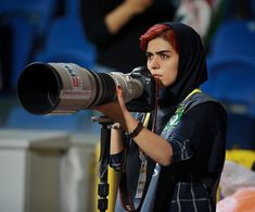 The Way This Female Journalist Bends The Rules After Getting Banned From Stadium Is Genius The first game of the Iran Pro League football season kicked off recently, with two middle-ranking teams. Persian People, Hidden Photos, Soccer Stadium, Women Be Like, Iranian Women, Soccer Match, Latest Celebrity News, Badass Women, Photography Women