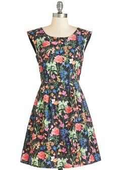 Bestseller Bliss Dress. Waiting in line for a signing at your local bookstore, you stand on your tiptoes in this floral dress. #gold #prom #modcloth