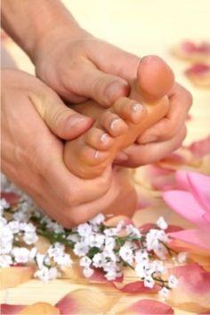 Tratamientos esteticos Valencioa, manucura, pedicura, pestañas, limpieza facial, tratamiento corporal, peeling... Ofertas para disfrutar o regalar.