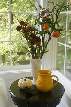 FALL:: FLORALS, EARTHY COLORS ~~Hooked on Houses Julia's sunroom - a simple fall display. @Laura Putnam - Finding Home