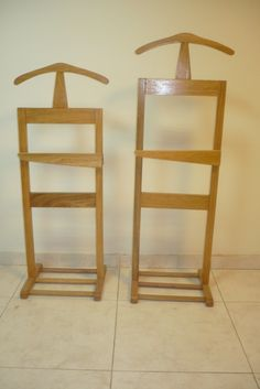 Percheros Valet De Roble Americano-carpintería Avenida Bar Stools, Argentina, Woodworking, Coat Stands, Drawers, Oak Tree, Free Market, Dorm Rooms, Joinery