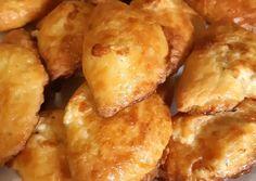 Τυροπιτάκια με γιαούρτι συνταγή από τον/την Aggeliki Pitsadiotis - Cookpad Pretzel Bites, Dairy, Food And Drink, Potatoes, Bread, Cheese, Snacks, Vegetables, Cooking