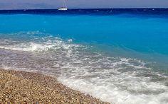 Im Norden von Elli Beach in Rhodos Stadt treffen Mittelmeer und Ägäis aufeinander