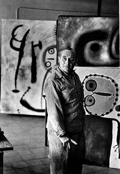 Joan Miró era un homna en que sempre estava en el seu taller realitzant tot tipus d'art, en aquesta imatge es pot mostrar ell al seu taller.