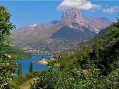 Le pic du Midi d'Ossau est un des sommets les plus pittoresques des Pyrénées (Pyrénées-Atlantiques, Aquitaine).