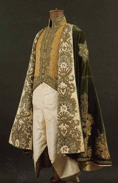 Costume worn by Napoleon to his coronation as king of Italy, 1805 - From the Stibbert Museum, Florence, Italy Historical Costume, Historical Clothing, Vintage Outfits, Vintage Fashion, Costume Napoleon, Moda Fashion, Steampunk Fashion, Gothic Fashion, Gothic Steampunk