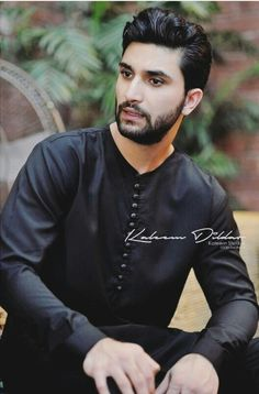 He came, he acted and he swept everyone off their feet! The guy with a huge amount of acting skills instilled in him. Baby Girl Pictures, Cute Couple Pictures, Pakistani Dramas, Pakistani Actress, Pakistani Girl, Tv Actors, Actors & Actresses, Top Drama, Sajal Ali