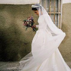 @garmorenomaria 🎩 recuerdos  foto ; @maria_benitez_fotografia #novias #naturalmillinery #tocados #tiaras #nature #noviasveladas #sevilla #photooftheday #photography