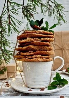 Jouluiset jumbles - pikkuleivät Almond, Food, Essen, Almond Joy, Meals, Yemek, Almonds, Eten