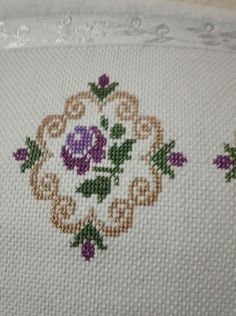 This Pin was discovered by Hat Cross Stitch Borders, Cross Stitch Flowers, Cross Stitch Designs, Cross Stitching, Cross Stitch Embroidery, Cross Stitch Patterns, Diy Recycling, Palestinian Embroidery, Free To Use Images