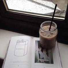 Tea, Coffee, and Books Coffee Break, Iced Coffee, Coffee Time, Coffee Drinks, Coffee Shop, Coffee Cups, Coffee Art, Coffee Tumblr, But First Coffee