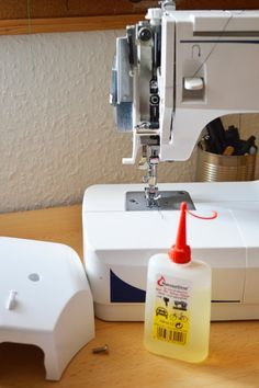 Varrógép olajozása | Textilország Sewing Hacks, Sewing Projects, Textiles, Learn To Sew, Good To Know, Needlework, Sewing Patterns, Learning, Knitting