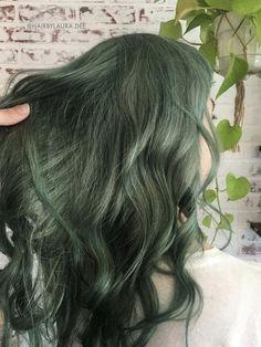 Dark Green Hair, Green Hair Colors, Hair Dye Colors, Cool Hair Color, Cut My Hair, Hair Cuts, Hair Inspo, Hair Inspiration, Cabelo Inspo