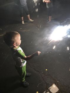Strangers let us invade their space. My 3-year-old held a sparkler for the first time!!! Made my night http://ift.tt/2sDY1J1
