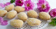 Lusikkaleivät ovat pikkuleipien aatelia parempiinkin juhliin. Voit leipoa ne hyvissä ajoin ja pakastaa. Katso yksityiskohtainen ohje! Valitse väliin tulevaksi hilloksi esimerkiksi omena- tai vadelmamarmeladia. Koti, Muffin, Breakfast, Morning Coffee, Muffins, Cupcakes