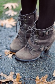 shoes grey boots heels brown boots laces booties combat boots brownish shoelaces high heels brown shoes brown lace up ankle boots Look Fashion, Fashion Shoes, Winter Fashion, Fashion Hub, Cheap Fashion, Fashion Ideas, Fashion Beauty, Fashion Trends, Fashion Outfits