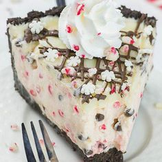 Change to candy cane cheesecake? Candy Cane Pie is the only dessert recipe youll need this Christmas! Its no bake pie with crumbly Oreo crust and white chocolate ganache on top. Christmas Sweets, Christmas Baking, Christmas Recipes, Christmas Pies, Christmas Goodies, Holiday Recipes, Christmas Kitchen, Christmas Things, Holiday Baking