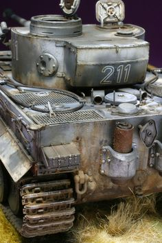 Unusual storage box on this Tiger I's turret. It is not flat and curved sheet metal, but heavy welded sheet steel, and bulged. John T. Trump Models, Tank Armor, Tiger Tank, Tank Destroyer, Model Tanks, Military Modelling, Ww2 Tanks, Military Diorama, Panzer