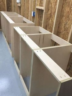 Workshop Cabinets, Garage Cabinets, Diy Cabinets, Plywood Cabinets, Base Cabinets, Easy Woodworking Projects, Woodworking Bench, Woodworking Techniques, Woodworking Shop Layout